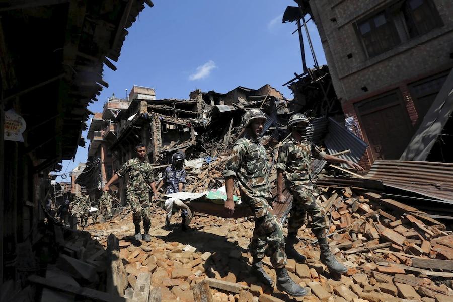 Népal: les sinistrés du séisme fuient en masse Katmandou�