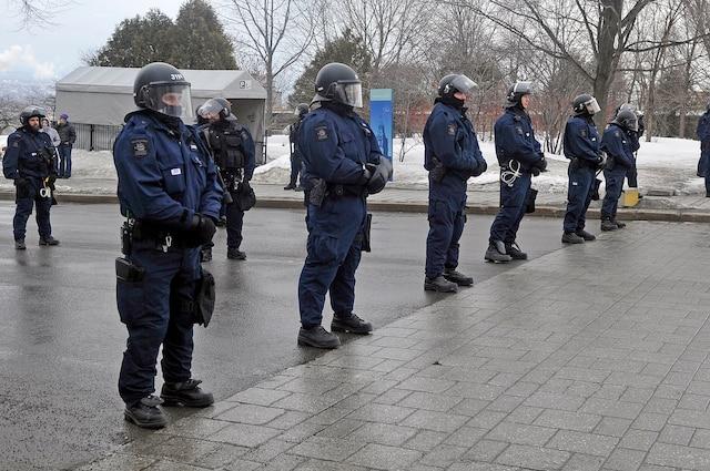 La manifestation devant l'Assemblée nationale en réaction au dépôt du budget Leitao en images.
