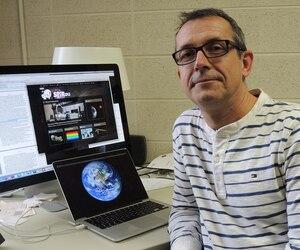 L'astrophysicien et professeur de physique René Doyon faisait partie de l'équipe de chercheurs canadiens qui est parvenue à photographier pour la première fois, en 2008, un système planétaire située à l'extérieur de notre système solaire.