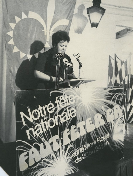 Lise Payette a organisé les festivités de la St-Jean sur le mont Royal en 1975.