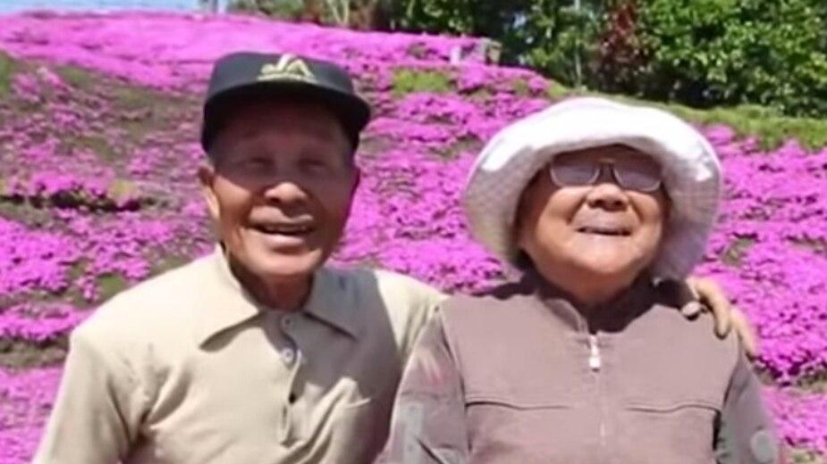 Il plante des fleurs pour son épouse aveugle