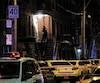 Les policiers ont dressé un large périmètre de sécurité samedi sur la rue Beaudry, entre le boulevard de Maisonneuve et la rue Robin, dans le quartier du Centre-Sud, pour examiner l'appartement où un homme aurait agressé son cadet à l'arme blanche.