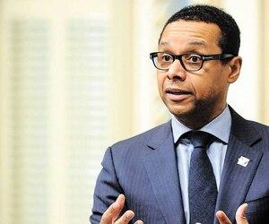 Le ministre délégué à la Santé et aux Services sociaux, Lionel Carmant, a annoncé la semaine dernière qu'il ira de l'avant avec le déploiement du RVSQ, même si seulement 10% des médecins du Québec y adhèrent, deux ans après son lancement.
