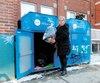La directrice de la Société de Saint-Vincent de Paul de Montréal, Denise Ouellette, a investi dans un dispositif pour protéger ses boîtes à dons des vols.