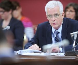 Le commissaire à l'éthique, Jacques St-Laurent