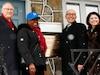 Le maire Gérald Tremblay en compagnie de la fille de Jackie Robinson, Sharon, de l'ambassadeur américain, David Jacobson et de la ministre de l'Éducation des Loisirs et des Sports, Line Beauchamp, devant le 8232, avenue de Gaspé.