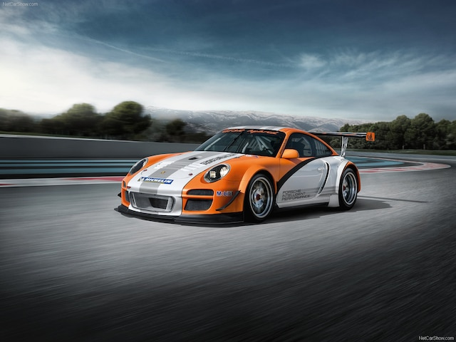 Au Salon de l'Auto de Genève en 2010, le constructeur de Stuttgart a présenté une GT3 R Hybrid.