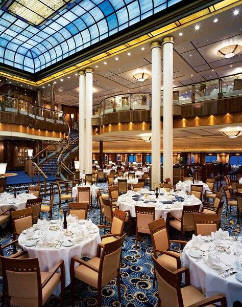 Les dimensions du restaurant principal du Queen Mary 2 sont équivalentes  à celles du Britannia, premier navire de Cunard à traverser l'Atlantique.