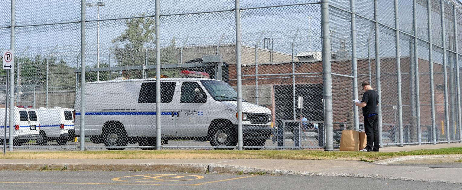 Révoltes en prison: 6 décès par surdose de drogue. Chaos dans 27 prisons italiennes. Chasser les évadés