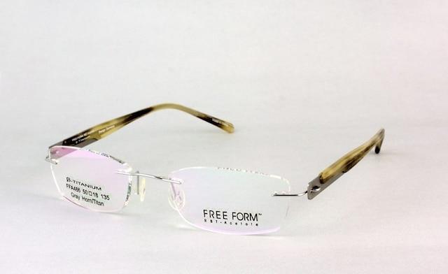 Légères et présentées en plusieurs formats de lentilles, les montures invisibles affichent un design pur et élégant.