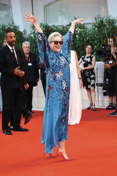 Accueillie telle une reine, Meryl Streep rayonnait dans une robe particulièrement colorée.