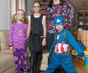 Caroline Gosselin se désole que ses enfants Florence, Gabrielle et Jacob ne puissent aller en classe déguisés à l'Halloween.