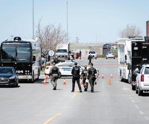 Les policiers étaient toujours présents, hier, aux abords de l'hôtel Sheraton de Laval où Salvatore Scoppa a été abattu samedi soir.
