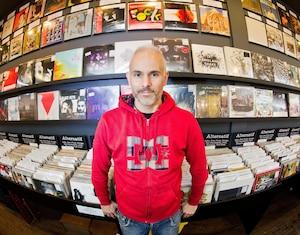 Pierre Markotanyos, propriétaire du magasin Aux 33 Tours.