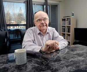 Serge Larochelle, de Québec, donne maintenant des conférences en milieu de travail pour inciter les hommes à aller chercher de l'aide, s'ils en ont besoin.