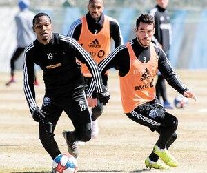 Grâce à ses qualités techniques, Omar Browne (à gauche) a impressionné ses nouveaux coéquipiers, hier à l'entraînement.