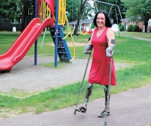 Marie-Sol St-Onge dans un parc de Trois-Rivières situé près de chez elle.