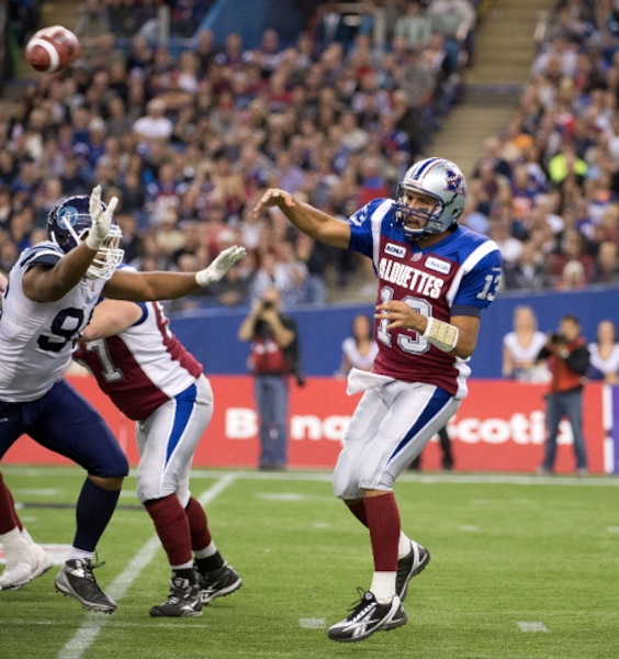 Anthony Calvillo en  action.