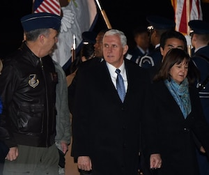 Mike Pence (centre)