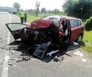 La voiture des victimes a été percutée de plein fouet.