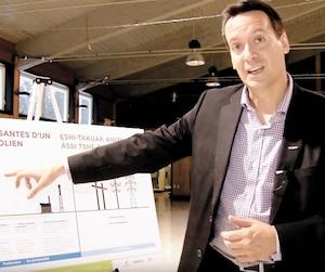 Hydro-Québec ne détient, en ce moment, aucune participation dans des parcs éoliens situés en territoire québécois. Sur la photographie, le directeur du développement du projet Apuiat pour Boralex, Raphael Bourrellis, dans une présentation YouTube.