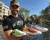 Cody Walker et des chaussures personnalisées aux couleur des voitures de Fast & Furious