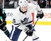 L'attaquant des Maple Leafs, Mitch Marner, est toujours à la recherche d'un nouveau contrat avec son équipe.