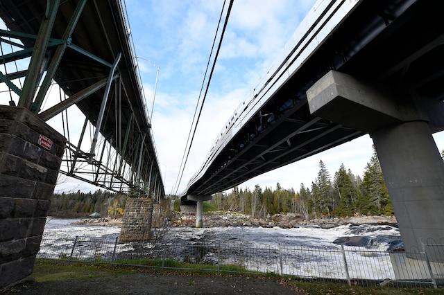 Inauguration d'un pont au-dessus de la rivière Jacques-Cartier à Shannon.