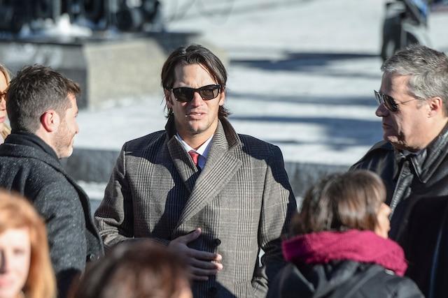 José Théodore discute en attendant l'entrée des invités lors des funérailles de René Angelil, célébrées ce vendredi après-midi 22 janvier 2016, à la Basilique Notre-Dame, à Montréal.