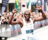 Le Kényan Ezekiel Mutai a franchi la ligne d'arrivée en 2h11min6s, un nouveau record !