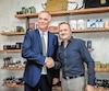 Le grand patron de la Maison Simons, Peter Simons, a annoncé l'acquisition à Québec, jeudi, en présence du président fondateur de Rituels,Michael Carpentier.