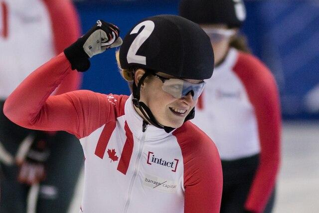 La gagnante, Kim Boutin (en avant), lors la finale du 500m femmes de patinage de vitesse à l'aréna Maurice-Richard à Montréal, dimanche le 20 août 2017.