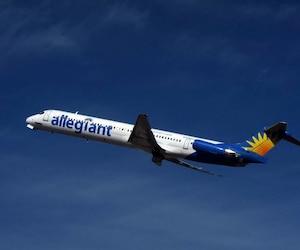 Aux États-Unis, les avions doivent avoir assez de carburant pour se rendre à une destination alternative en cas d'urgence, avec en plus, du carburant pour 45 minutes de vol.