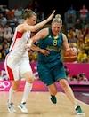 Lizanne Murphy (à gauche) tente ici de contrer l'Australienne Suzy Batkovic.