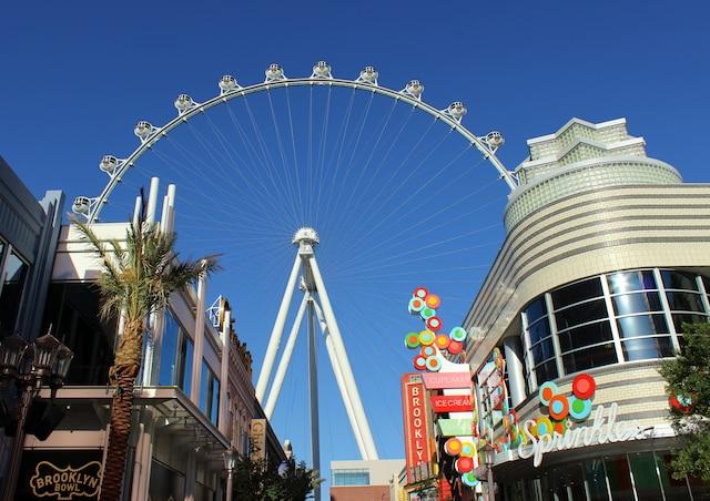 Le LINQ, la nouvelle rue branche au bout de laquelle trne la plus grande roue panoramique au monde, Las Vegas, Nevada, tats-Unis. SARAH-MILIE NAULT/AGENCE QMI