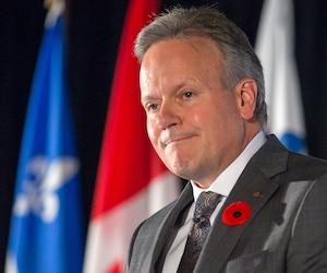 Le gouverneur de la Banque du Canada, Stephen Poloz, a déclaré mardi, à Montréal, que la pleine production et le plein emploi pourraient tirer l'inflation à la hausse. Il a aussi affirmé que la hausse des salaires risquait possiblement de jouer aussi ce rôle.