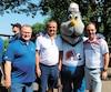 Donald Larose, Jean Landry et Claude Sirois, d'Ivanhoé Cambridge, avec Badaboum.