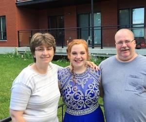 Chantal Cyr attendait que sa fille Carolanne Cyr Vanier termine son quart de travail pour la ramener en sécurité à la maison où son mari Denis Vanier les attendait.
