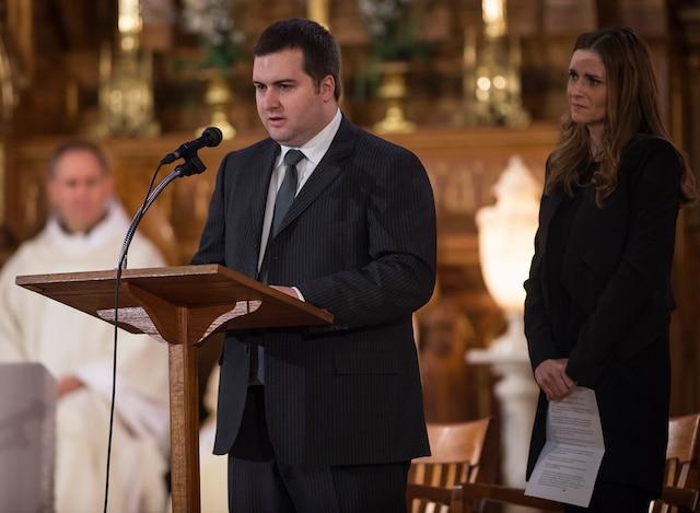Les funérailles à la mémoire de Monsieur Jean Lapierre et de sa conjointe Madame Nicole Beaulieu sont célébrées en l'église St-Viateur d'Outremont, à Montréal, samedi 16 avril 2016. Sur cette photo: Jean-Michel et Marie-Anne Lapierre. JOEL LEMAY/AGENCE QMI/POOL