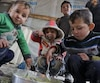 Des enfants syriens dans un camp de réfugiés au Liban, en janvier 2018.