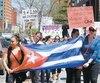 Une manifestation réunissant une centaine de personnes s'est déroulée samedi midi devant les bureaux d'Immigration Canada, à Montréal, pour réclamer la réouverture des services de La Havane, fermé depuis le 8 mai 2019.