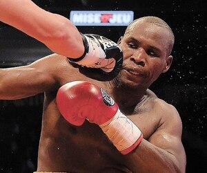 Adonis Stevenson a essuyé de nombreux coups d'Oleksandr Gvozdyk, dans le combat de championnat du monde WBC des mi-lourds présenté samedi au Centre Vidéotron.