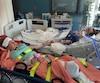 Elle-même hospitalisée après la collision, Brigitte Lefebvre (au bas de la photo) avait exigé d'être au chevet de sa fille Amélie lorsque l'adolescente de 16 ans a rendu son dernier souffle, à l'hôpital de Montréal pour enfants, en juillet 2015.