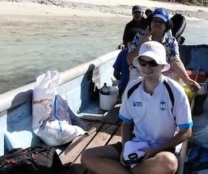 Mathieu Pelletier au cours d'une journée de pêche à Yacata Island. «Comme je n'ai jamais de stress, je suis bien préservé pour mon âge», plaisante celui qui se fait parfois passer pour un jeune homme de 21 ans.