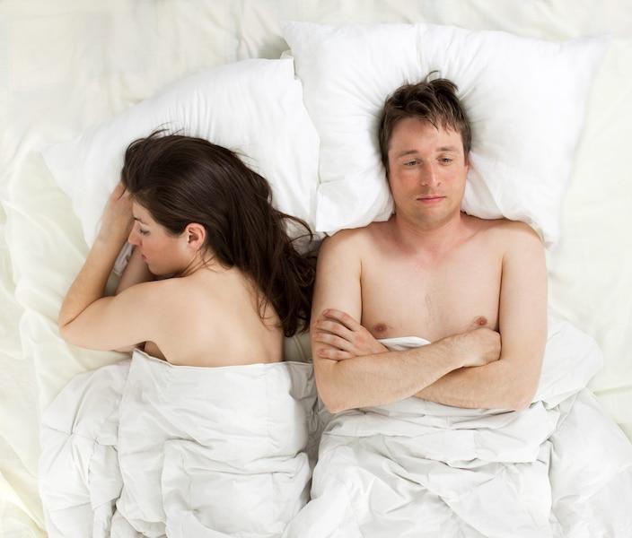 un mari frustr dresse la liste des excuses de sa femme au lit jdm. Black Bedroom Furniture Sets. Home Design Ideas