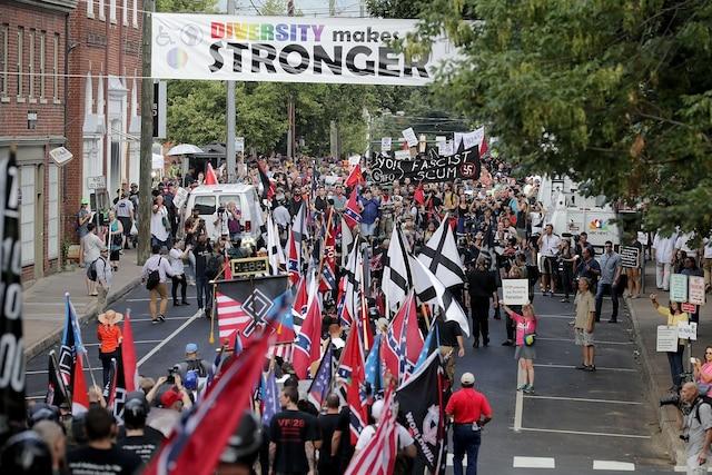 Les heurts opposant manifestants de la droite radicale et contre-manifestants se sont multipliés samedi en Virginie.