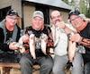 Trois amateurs de pêche entourant le directeur Éric Harnois à la suite de leur séjour réussi la semaine dernière dans le secteur du lac aux Sables de la réserve Mastigouche. De gauche à droite, René Baillargeon, Gilles Dubois, Éric Harnois et Karl Tremblay.