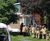 Le 26 juin à Lévis, une jeune femme a été grièvement blessée en tombant du toit d'une maison. Elle était en arrêt cardiaque à l'arrivée des pompiers. PHOTO MARC VALLIÈRES/AGENCE QMI