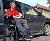 Deux ans après une grave blessure au cou subie à l'école, Samuel Bruneau, 16 ans, n'est pas suffisamment handicapé aux yeux du gouvernement provincial pour obtenir un soutien financier bonifié afin de subvenir à ses besoins.