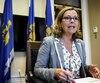 La chef de l'opposition à l'hôtel de ville de Québec reconnaît que le lien qu'elle a fait, mardi soir, entre l'administration Labeaume et le défunt dictateur libyen Mouammar Kadhafi était «malhabile».